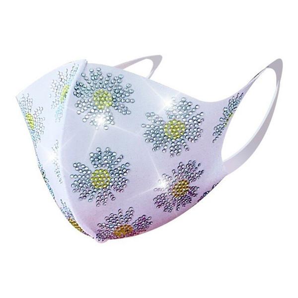 # 16 Blumen-Weiß-Maske