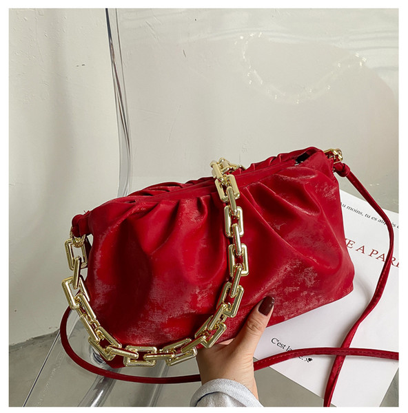 Красный сумки на ремне,