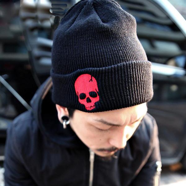 Cráneo rojo con top negro A-328-promedio s