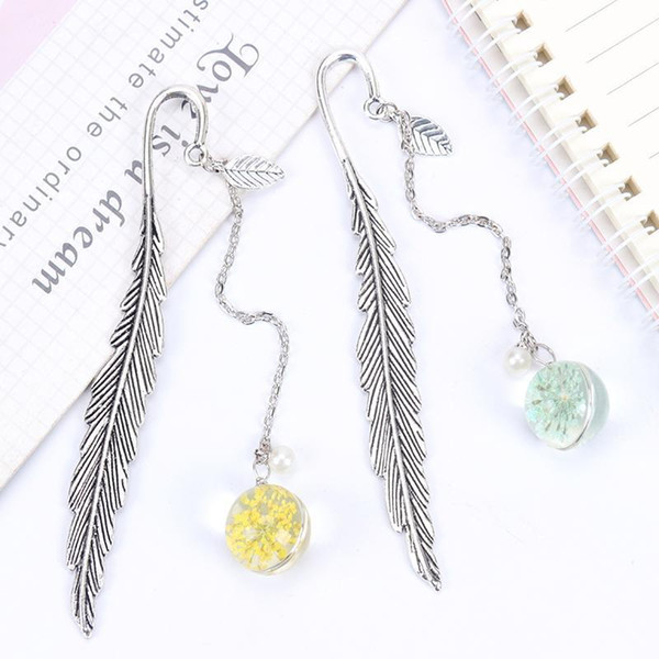 top popular 1pc Creative Flower Specimens Bookmark Pendant Metal Book Mark Stationery School Office Supply Feather Dried Flowers jllLje 2021