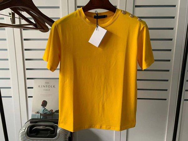 b Conception de jaune avec une lettre noire