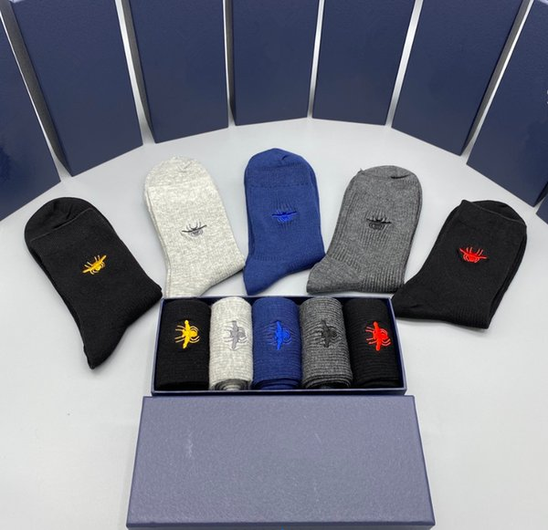 top popular In 2021Fashion top designer Classic socks brand embroidered lovely bee wolf tiger head elasticized cutton men socks 4 pairs man women socks 2021