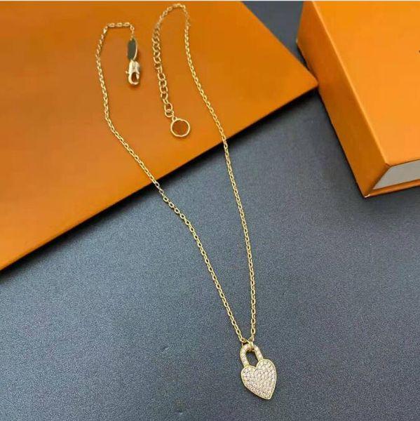 top popular 20 21 Fashions Women's Pendant Necklaces Metal Necklace Fashion Letters Diamond Women Jewelry Gift Couple wholesale 2021