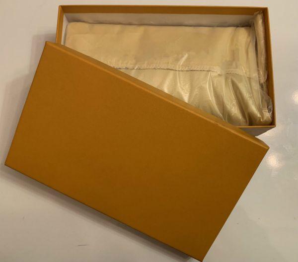 La bolsa de polvo + con la caja
