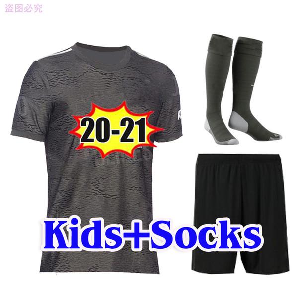 Çocuklar 20 21 çorapla uzakta