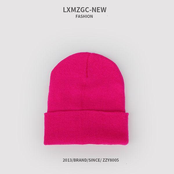 Sombrero de punto fluorescente rosa roja