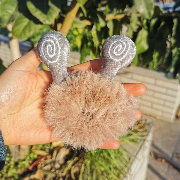 Schnecke # 039; s Ohr mit Khaki-Haarring