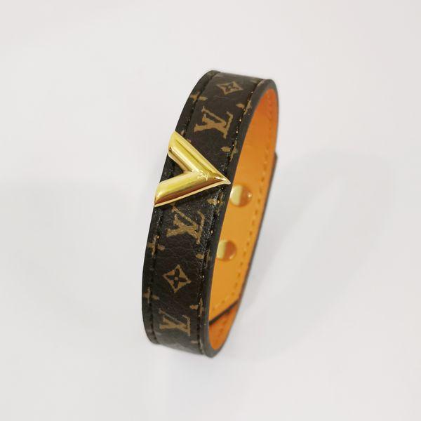 top popular Luxury Jewelry Women Leather Designer Bracelets with Gold V Hardware Flower Pattern Stainless Steel Lock Pendant Fashion Style Hot Sale 2021