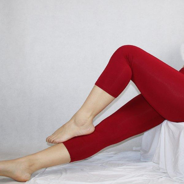 mulheres vermelhas leggings