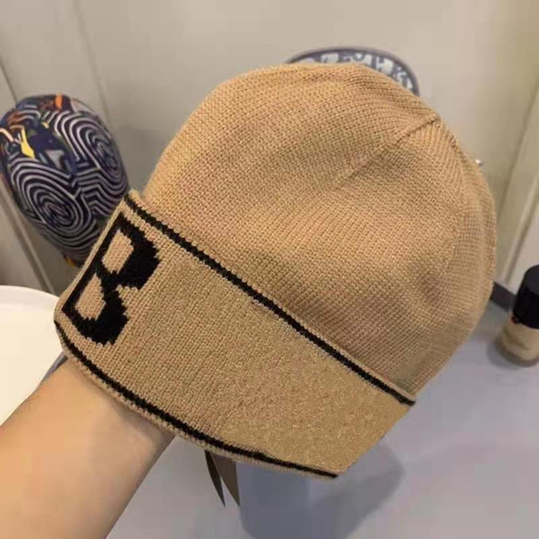 top popular Hot 2 Color Classic letter Knitted Beanie Caps for Men Women Autumn Winter Warm Thick Wool Embroidery Cold Hat Couple Fashion Street Hats 2021