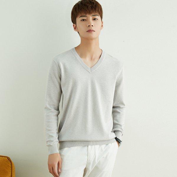 Cuello en v gris claro