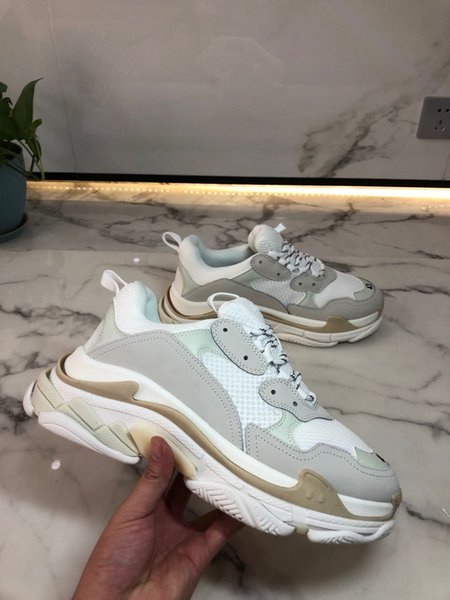 top popular Fashion Paris 17FW Triple S Sneakers Triple S Casual shoes Dad Shoes for Mens Women Beige Sports Tennis Platform Runnner Shoes 2021