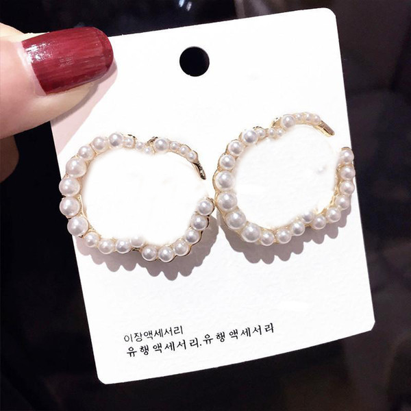 best selling Fashion Pearl Alphabet Earrings Ladies Letters Earrings Women Vintage Studs Earrings Jewelry Accessories Party Anniversary Gift