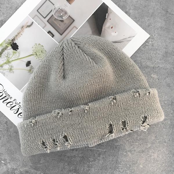 Chapeau tricoté avec trois trous de bague - lig