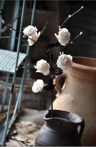 hojas negras blancas