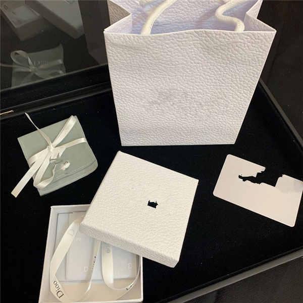 Отдельный белый пакет