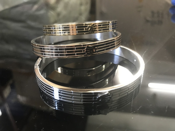 top popular Classic fashion bracelet love bangle Stainless steel bracelet for men and women, self-designed style, exuding the charm of love 2021