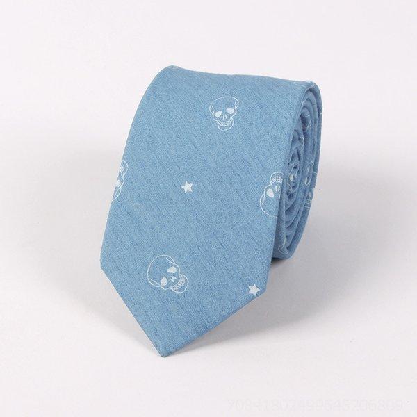 CT006 - um crânio azul claro