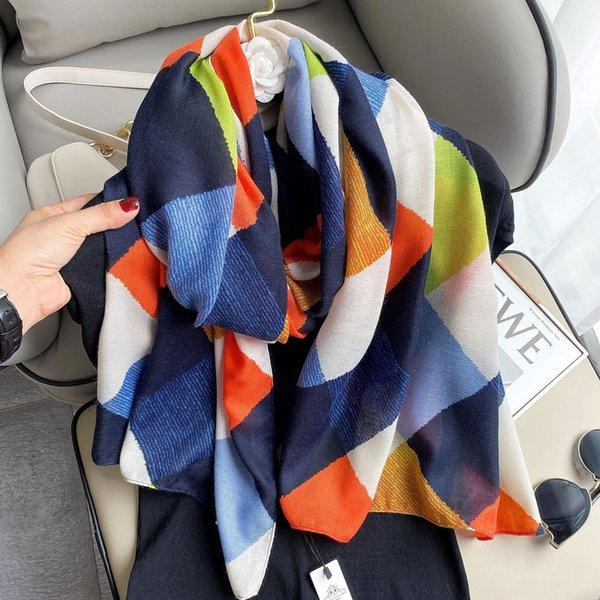 Abrigo de color naranja azul