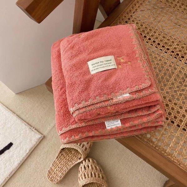 Toalla de toalla de baño rojo