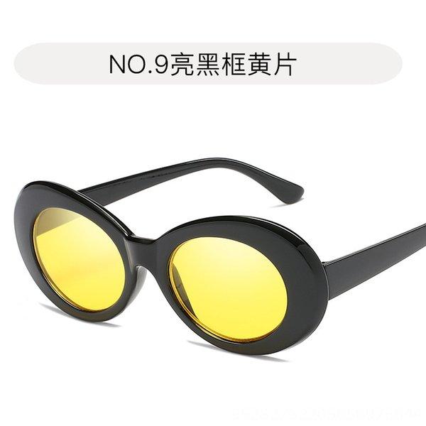 9. Film jaune cadre noir