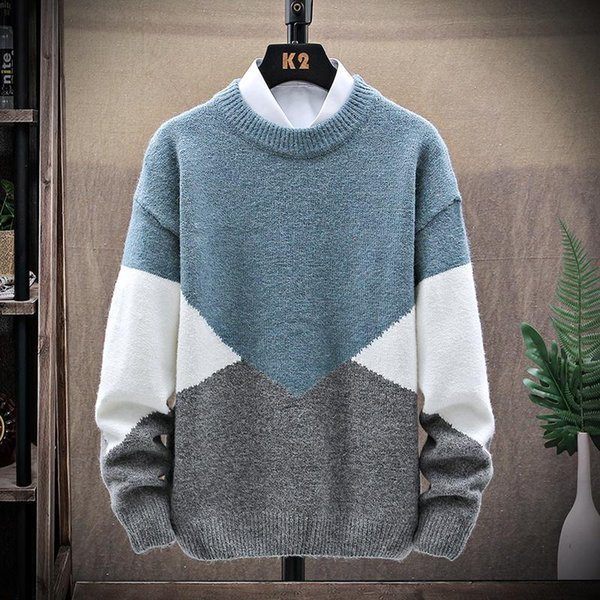 Hombres de suéter azul
