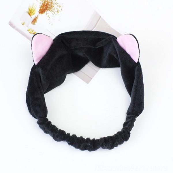 Кошка имеет черные уши # 573