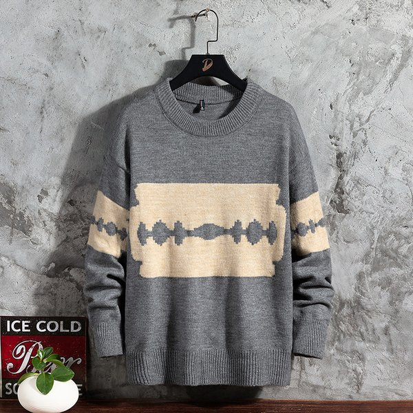 Hombres de suéter gris