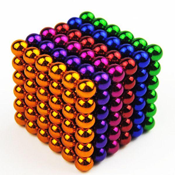 Scatole casuali di sei colori