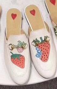 Pelle bianca con fragole