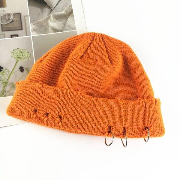 Chapeau tricoté avec trois trous de bague - ora