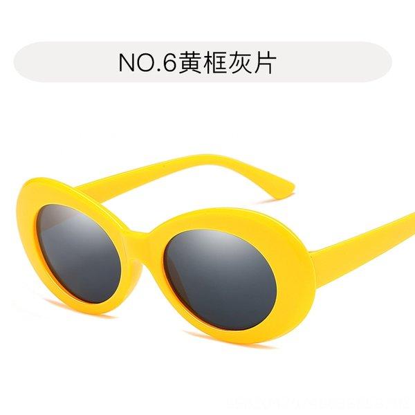 6. Cadre jaune et pièce grise