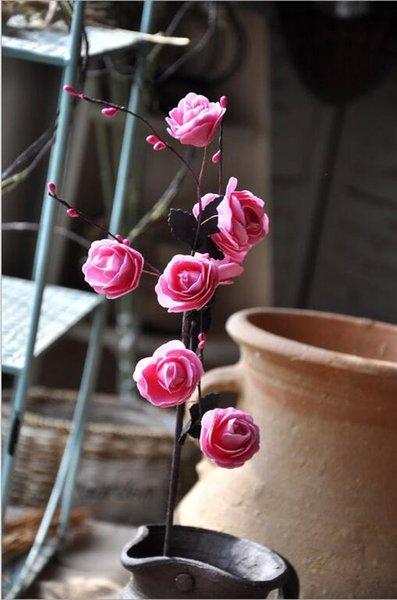 hojas negras rosadas