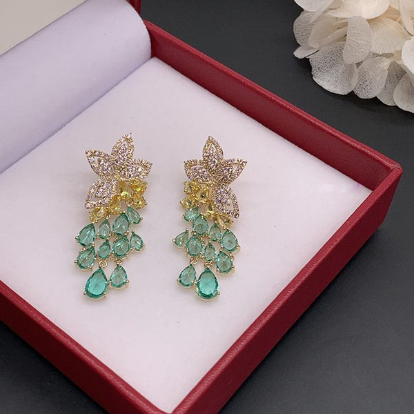 Christmas presentSmall Fresh Pink Flower Green Earrings Color Petal Earrings Female Process: Electroplating Color: Pink flowers zircon Product category: earrings