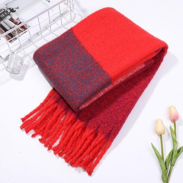 10 петель пряжи с большим красным и фиолетовым