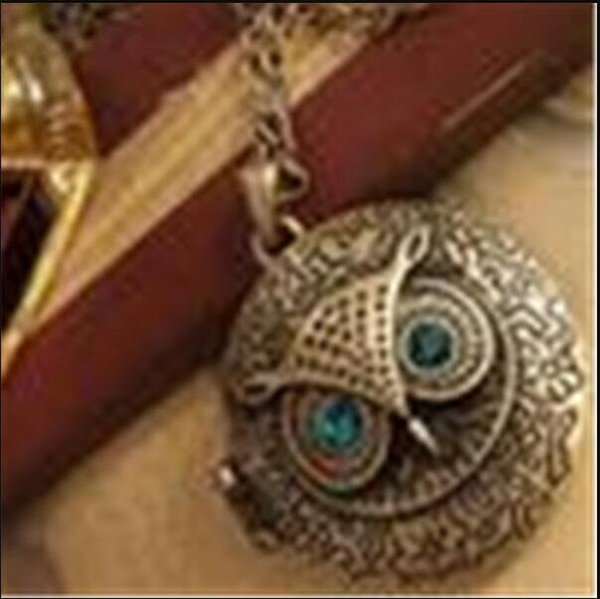 top popular Pendant Necklaces Round Photo Frame Box Lockets Vintage Long Sweater Chain Bronze Carve Reminiscence Charm Lockets ps1008 2021