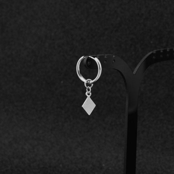 Wenn es ein Ohrloch und einen Ohrring gibt,