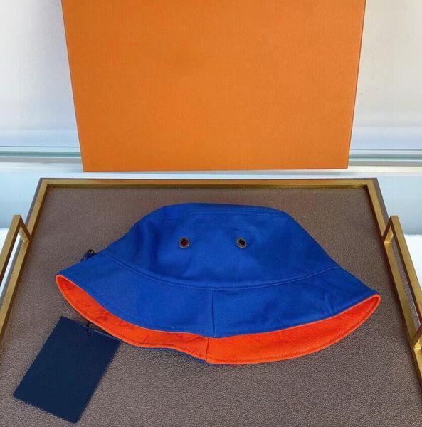 Blau + orange.
