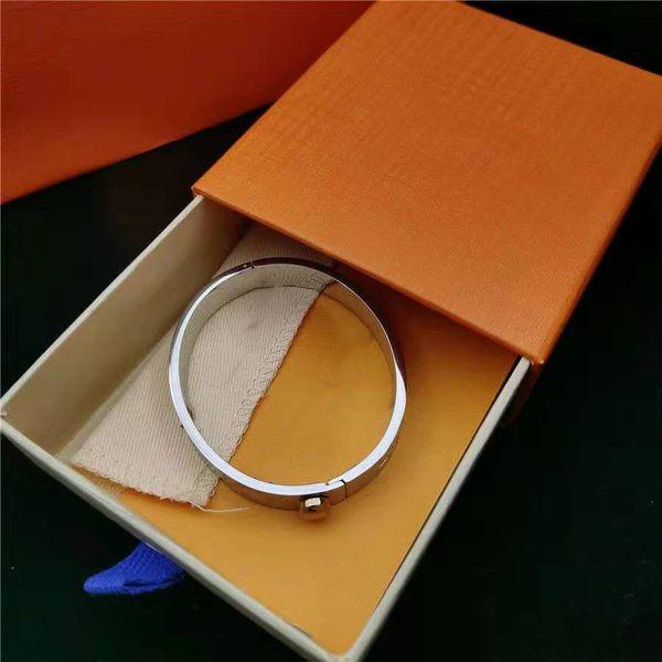 الفضة مع الصندوق