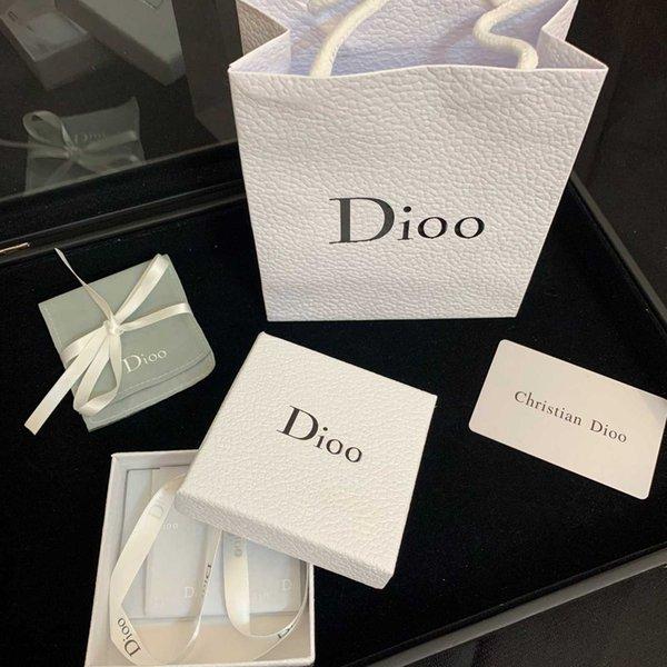 un ensemble de boîte originale cadeau blanc