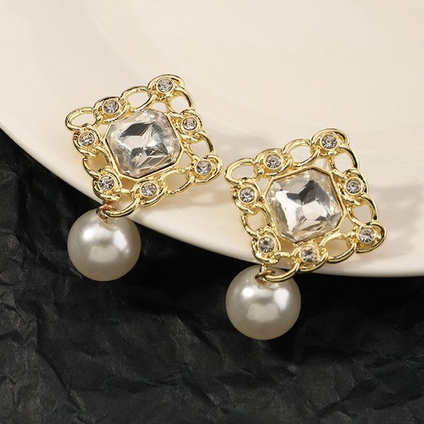 Ez3368 fashion accessories French small fragrance geometric Diamond feminine Pearl Earrings Follow the feeling and choose what you like at first sight.