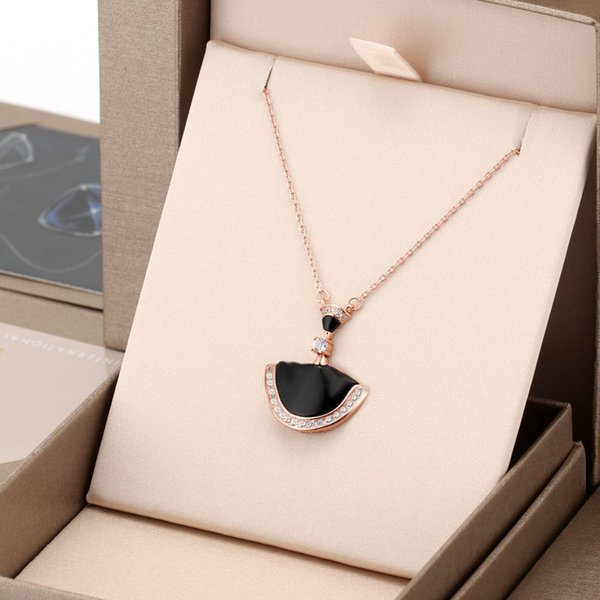 best selling Women Pendant Necklaces Classic Three Styles Womens Fashion Jewelry with Box