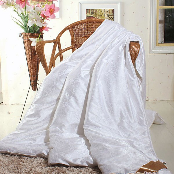 best selling 2021 New Summer winter Silk Coverage quilt King Queen Size Single Complex White red Color Consolator quilt duvet blanket Flooding Bed Consol