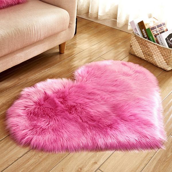 top popular Plush Heart Shaped Mat 40*50cm 50*60cm Living Room Office Imitation Wool Carpet Bedroom Soft Home Non Slip Rugs 2021