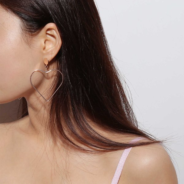 Fashion accessories simple and versatile Street Earrings geometric exaggeration Follow the feeling and choose what you like at first sight.