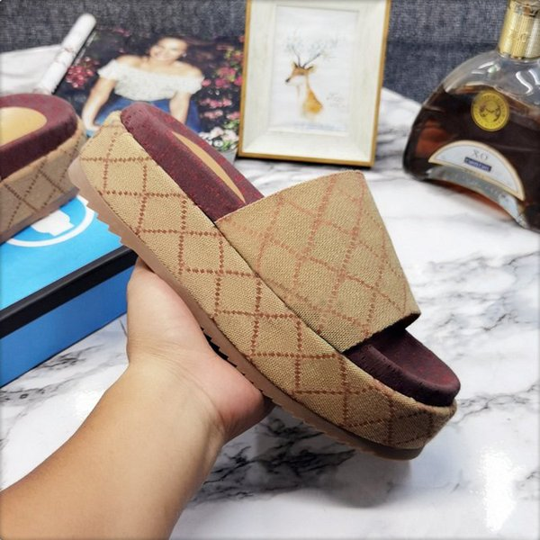 Designer woman slippers fashion Beach Thick bottom slipper classic platform Alphabet lady Sandals Leather High heel slides with box Large size 4-42