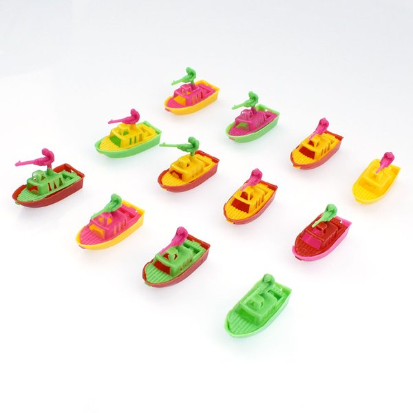 top popular Multi-Color Mini Fun Set Plastic Speedboat Model Battle Ship Toy Gift For Children 2021