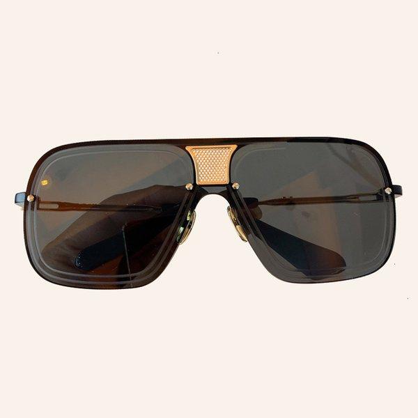 Non, 8 lunettes de soleil