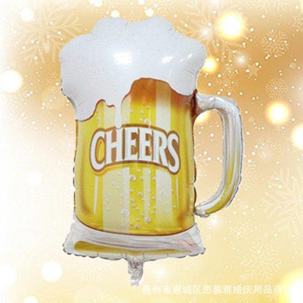 Espuma branca do copo de cerveja tamanho grande