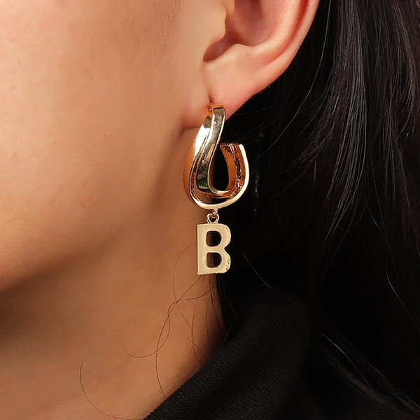 Ez3228 fashion accessories indifference design letter B creative Circle Earrings Follow the feeling and choose what you like at first sight.